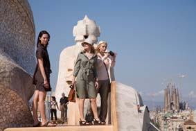 Rebecca Hall, Patricia Clarkson and Scarlett Johansson on the roof of Casa Milà