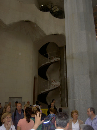 Escaleras de caracol de acceso a las gradas