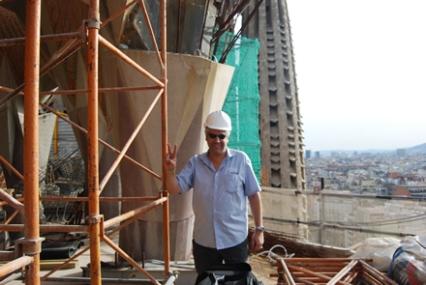 Yo mismo a 57m de altura en la cubierta de la Sagrada Familia, 8 años después de una foto similar