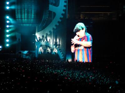 Brian Johnson amb una samarreta del Barça